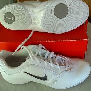 Nike Womens Sideline ll White w/imserts Size 7